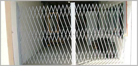Trellis swing gate